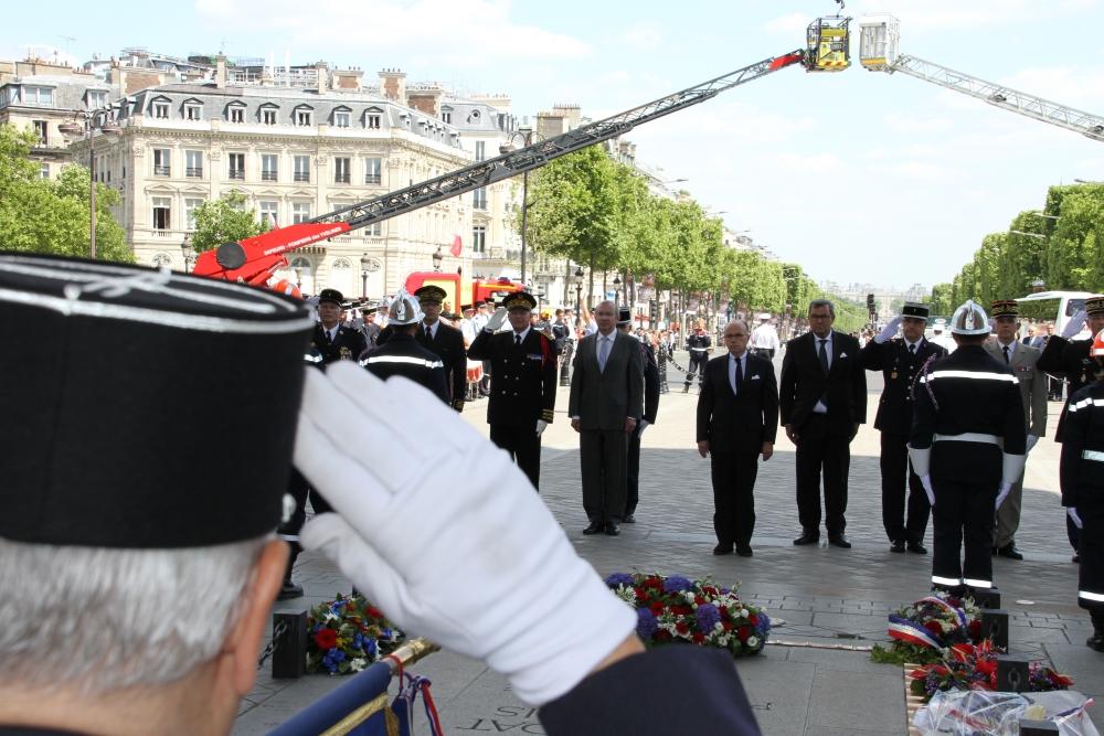Hommage national aux sapeurs pompiers morts au feu for Ministre interieur depuis 2000